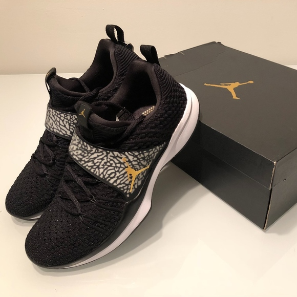 5e2e0b58905 New Jordan Trainer 2 Flyknit Men s 10.5 Black Gold Boutique